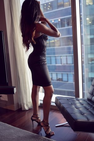 Anna-gaelle erotic massage in Central